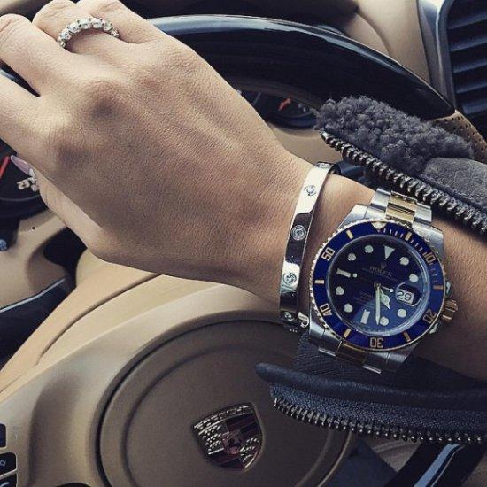 часы ксении бородиной с синим циферблатом