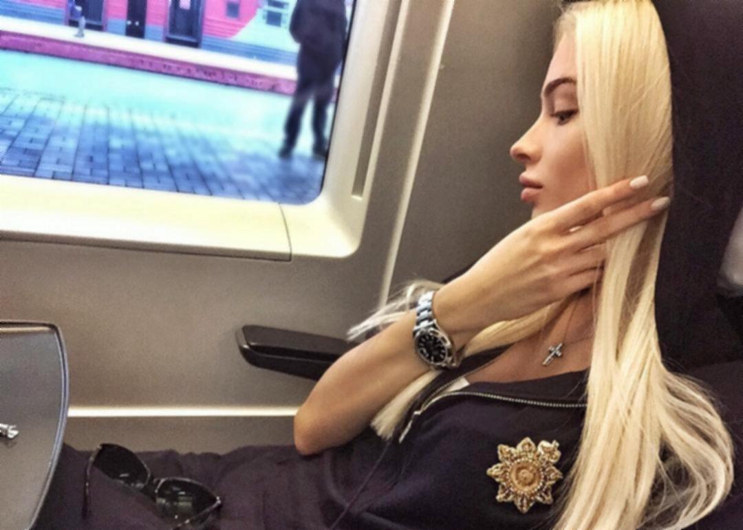 Какие часы у Алены Шишковой