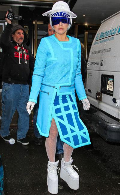 Леди Гага в Кроссовках на высокой платформе